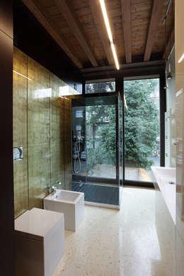 modern Bathroom by Cumo Mori Roversi Architetti