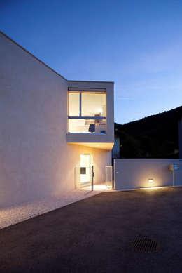 moderne Häuser von Studio d'arch. Gianluca Martinelli