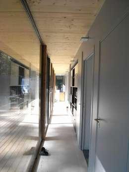 Gang en hal door Allegre + Bonandrini architectes DPLG