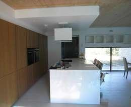 War House: Cuisine de style de style Moderne par Allegre + Bonandrini architectes DPLG