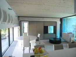 War House: Salle à manger de style de style Moderne par Allegre + Bonandrini architectes DPLG