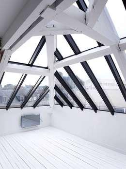 Appartement JKW: Terrasse de style  par Allegre + Bonandrini architectes DPLG