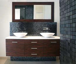 Salle de bain à Vaucresson: Salle de bains de style  par Delphine Gaillard Decoration