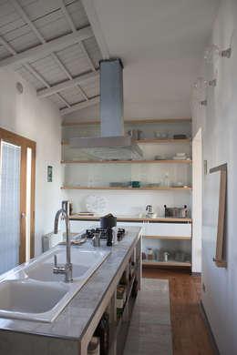 Studio Cassiani: modern tarz Mutfak