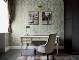 Villa in Russia: Studio in stile in stile Classico di Scultura & Design S.r.l.