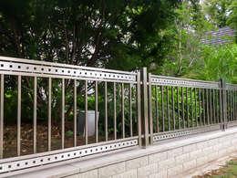 Jardines de estilo moderno por Armet