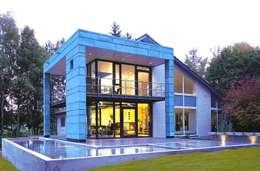 Haus am See mit Himmelsblick: moderne Häuser von Stadie + Stadie Architekten