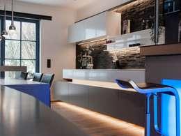 Cocinas de estilo moderno por Bolz Licht & Design GmbH