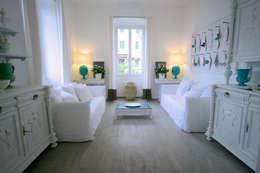 LUXURY GUEST HOUSE CA' DE TOBIA (NOLI - SV): Soggiorno in stile in stile Rustico di Studio Guerra Sas