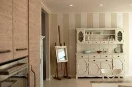 COMFORT COUNTRY: Cucina in stile in stile Rustico di Rachele Biancalani Studio