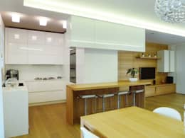 Studio Massimo Rinaldo architetto: modern tarz Oturma Odası
