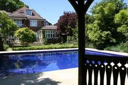 Piscina in stile In stile Country di London Swimming Pool Company