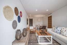 Salas de estar  por Laura Yerpes Estudio de Interiorismo