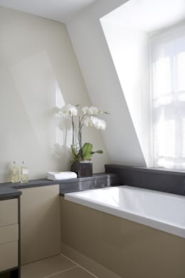 moderne Badkamer door LEIVARS