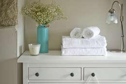 LEIVARS: eklektik tarz tarz Yatak Odası