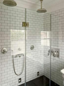 Projekty,  Łazienka zaprojektowane przez LEIVARS