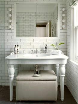 Baños de estilo moderno por LEIVARS