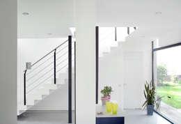 Corridor & hallway by Architekten Spiekermann