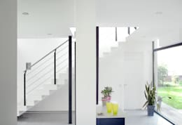 Pasillos y vestíbulos de estilo  por Architekten Spiekermann