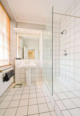 4D Studio Architects and Interior Designers: modern tarz Banyo