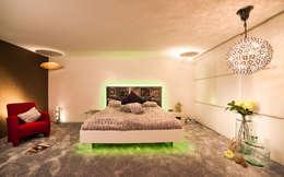 B R I N G E N Sie neuen Schwung in Ihr Schlafzimmer. : ausgefallene Wohnzimmer von Design by Torsten Müller