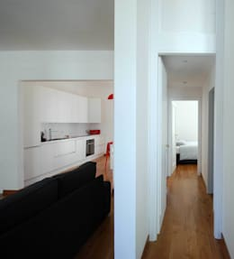 Casa LP: Ingresso, Corridoio & Scale in stile in stile Moderno di Arch. Alessandro Interlando