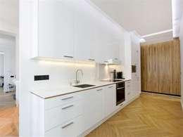 Appartement 120m²: Cuisine de style de style eclectique par blackStones