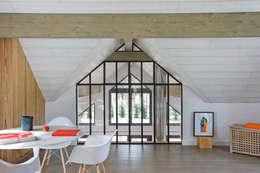Maison ossature bois: Chambre de style de style Industriel par blackStones