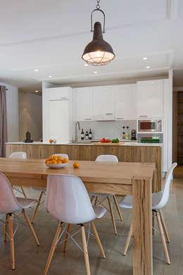 Maison ossature bois: Salle à manger de style de style Moderne par blackStones
