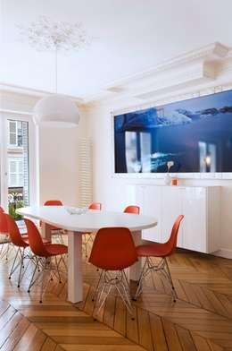 Appartement 140m²: Salle à manger de style de style eclectique par blackStones
