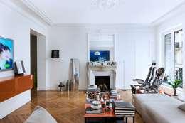 Appartement 140m²: Salon de style de style eclectique par blackStones