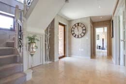 Corridor & hallway by Stunning Spaces Ltd