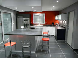 Cuisine avec hotte de plafond: Cuisine de style de style Moderne par TORRES MOULIN