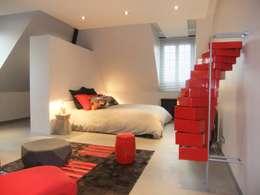 Vaste chambre dans un esprit loft New Yorkais: Chambre de style de style Moderne par HOME feeling