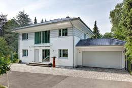Projekty, nowoczesne Domy zaprojektowane przez LUXHAUS Vertrieb GmbH & Co. KG