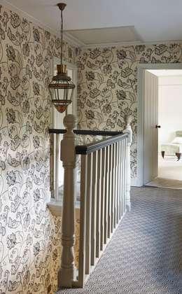 8 mooie idee n voor je overloop - Behang voor trappenhuis ...