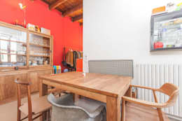 LOFT APARTMENT in milan: Sala da pranzo in stile in stile Industriale di studio matteo fieni