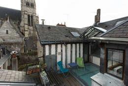 Terrasse avec vue sur la Cathédrale: Terrasse de style  par Christèle BRIER Architechniques