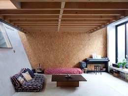 REHABILITATION D'UN HANGAR EN LOGEMENT: Chambre de style de style Industriel par JBFA-ATELIER CAIROS