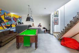 Salon de style de style Moderne par Riach Architects