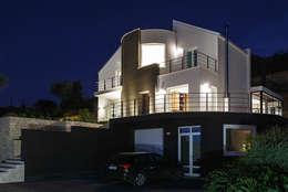 Casa 2C: Case in stile in stile Moderno di Studio 4e