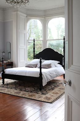 The Kingston Four Poster Bed: colonial Bedroom by TurnPost