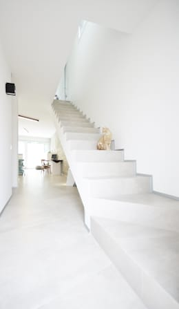 modern Corridor, hallway & stairs by fds|officina di architettura