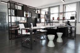 Projekty,  Domowe biuro i gabinet zaprojektowane przez SOA Spazio Oltre l'Architettura