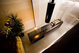 DOCK_52_da garage a residenza: Cucina in stile in stile Industriale di laprimastanza