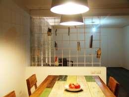 Living room by SCHIUMA POST DESIGN