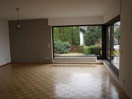 moderne Woonkamer door Raumpraesenz-Homestaging