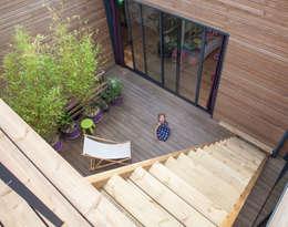 casa de madeira fant stica. Black Bedroom Furniture Sets. Home Design Ideas
