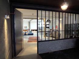 Loft ancienne usine: Salon de style de style Industriel par KJBI DECO