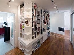 Bibliothèque / Bureau: Bureau de style de style Moderne par Fables de murs